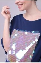 7757.3964 Нежная блуза с яркой аппликацией из блестящих пайеток
