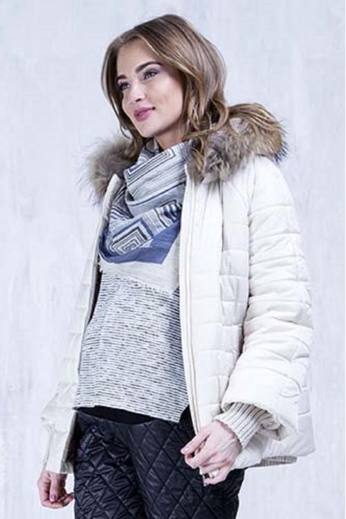 Куртка зимняя ALISIYA с капюшоном и съёмной вставкой с натуральной опушкой молоко